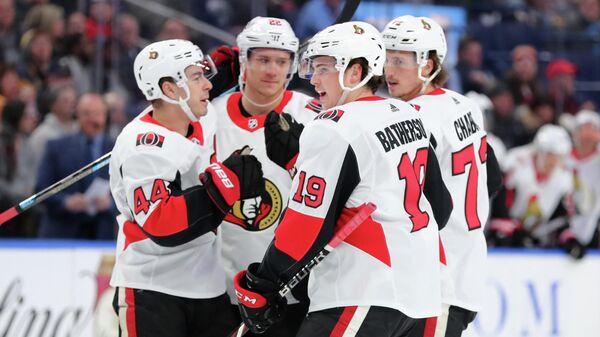 Хоккеисты Оттавы Сенаторз в матче НХЛ против Баффало Сэйбрз