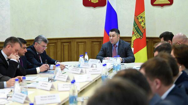 Губернатор Тверской области Игорь Руденя во время совещания, посвященного реализации в регионе национальных проектов