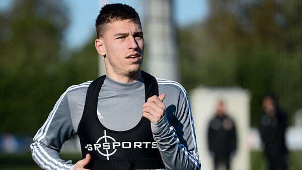 Футболист Александр Довбня