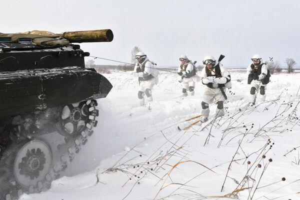 Военнослужащие мотострелкового соединения на занятиях по лыжной подготовке в Кемеровской области