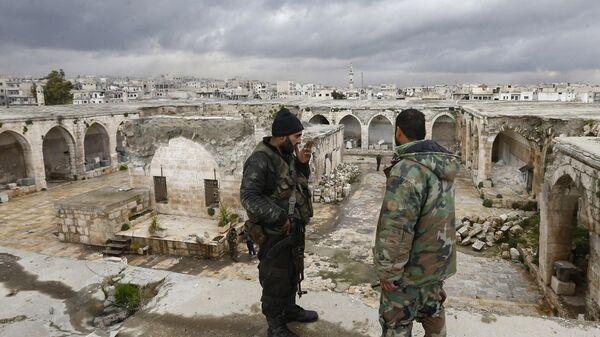 Сирийские военные в городе Мааррет-эн-Нууман в провинции Идлиб