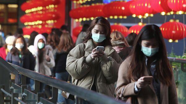 Люди в защитных масках в Тайбэе