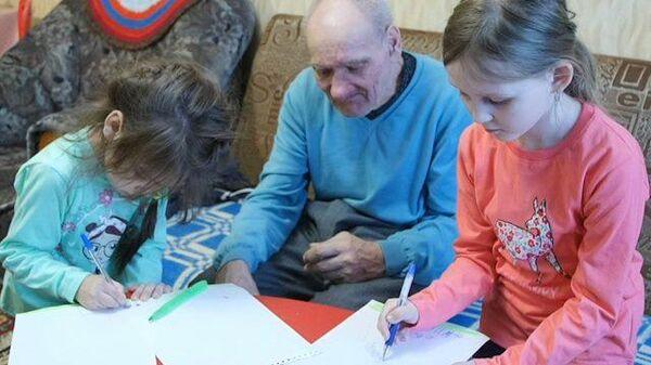 Дедушке 75, и он на улице?: у бездомного пенсионера появилась семья