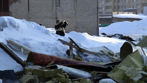 Место обрушения кровли кафе в Новосибирске