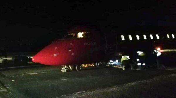 Самолет Bombardier авиакомпании Руслайн, у которого при посадке в Томске частично разрушилась стойка шасси