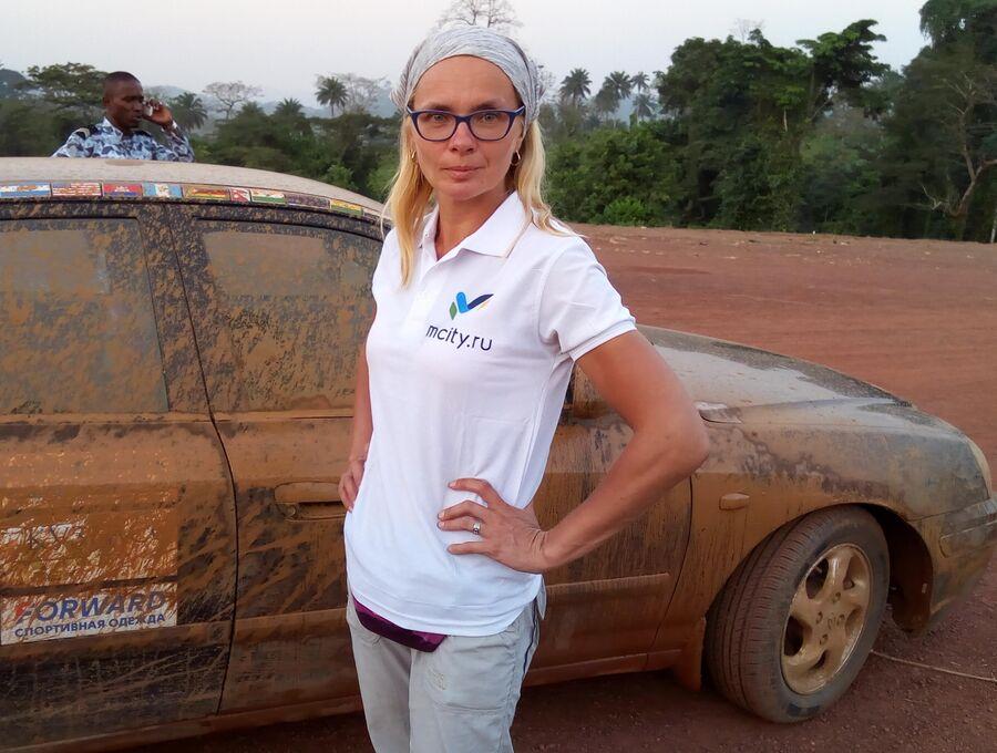 Африка. Гвинея. В сезон дождей африканские дороги превращаются в месиво грязи