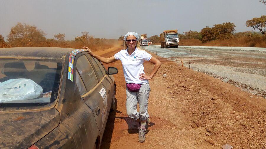 Африка. Гана. Строительство дороги идет полным ходом, но пока приходится ехать по грунтовкам