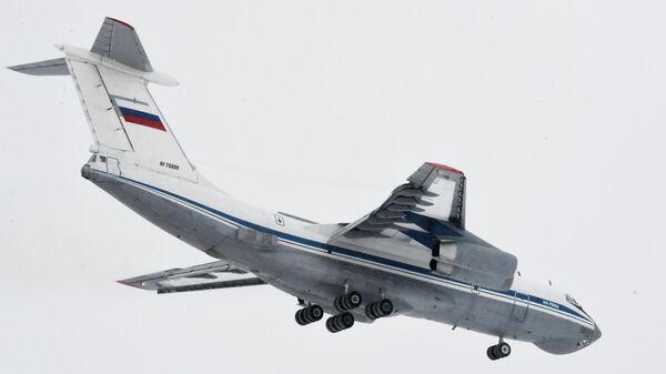 Прибытие первого военного самолета из Уханя в тюменский аэропорт