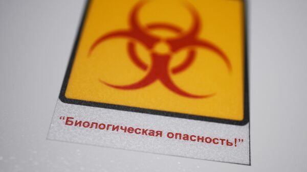 Знак биологической опасности в микробиологической лаборатории