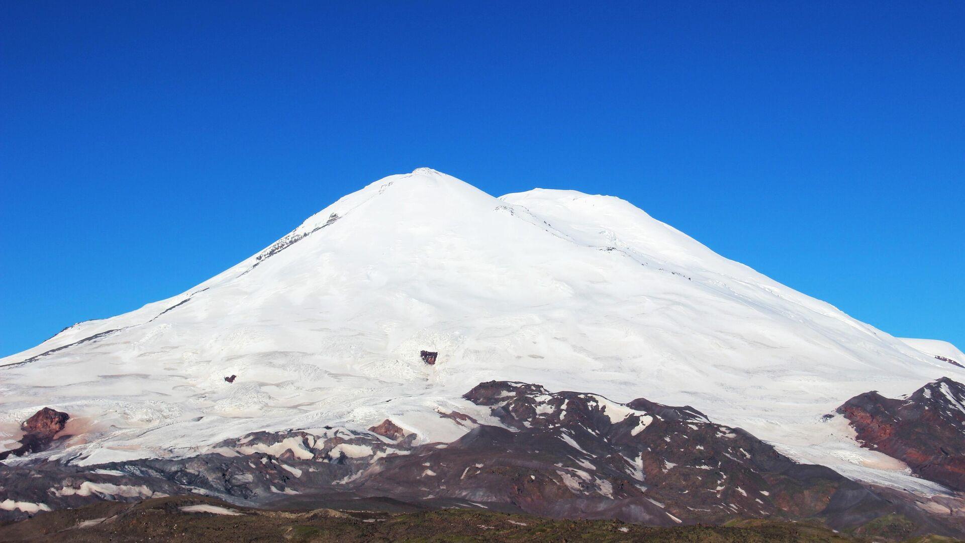 В Гималаях начались поиски альпинистов из России
