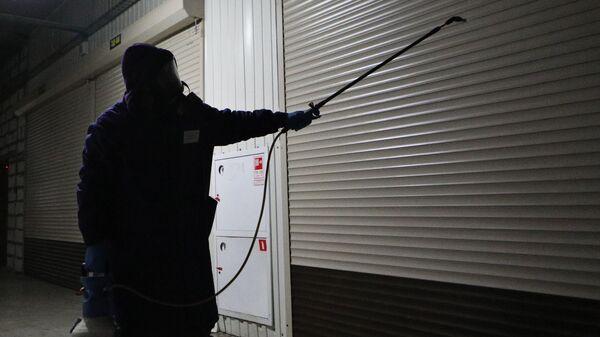 Меры безопасности против распространения коронавируса на рынке Садовод в Москве