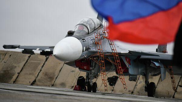 Истребитель Су-30СМ на выставке авиационной техники на аэродроме Саки