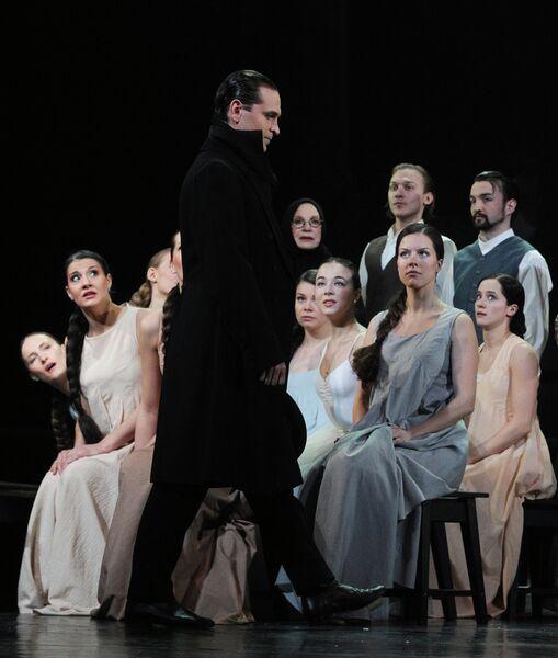 Виктор Добронравов (Евгений Онегин) в сцене из спектакля Евгений Онегин