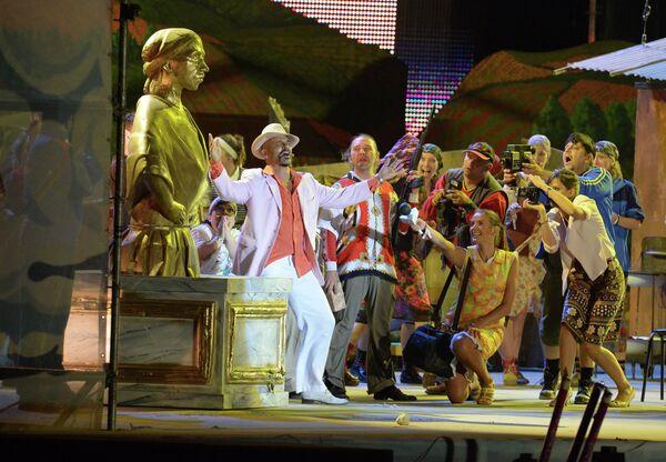 Сцена из панк-оперы Время цыган Эмира Кустурицы на фестивале Кубана-2013