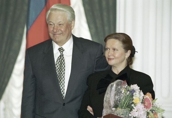 Президент РФ Борис Ельцин и актриса Наталья Гундарева