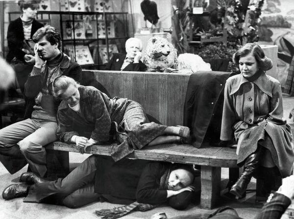 Кадр из фильма Гараж
