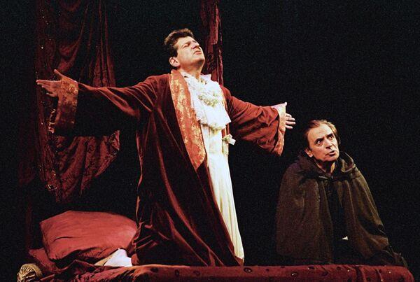 Актеры Игорь Костолевский и Александр Лазарев в спектакле Кин IV