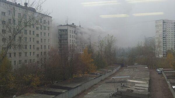 Здание горит на Шипиловской улице в Москве