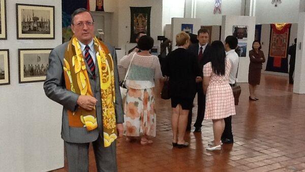 Посол России в Таиланде Александр Марьясов на открытии выставки Буддизм в России.