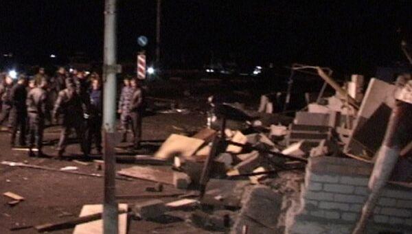 Последствия взрыва у поста полиции в Северной Осетии
