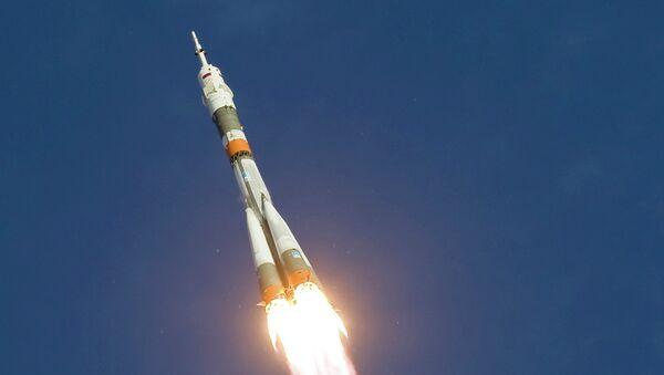 Запуск ракеты-носителя Союз-ФГ с пилотируемым кораблем Союз ТМА-06М со стартовой площадки Байконура