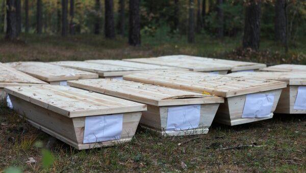 Брошенные в лесу в Польше гробы с покойниками