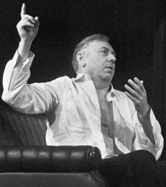 Сцена из спектакля по пьесе Розова Гнездо глухаря