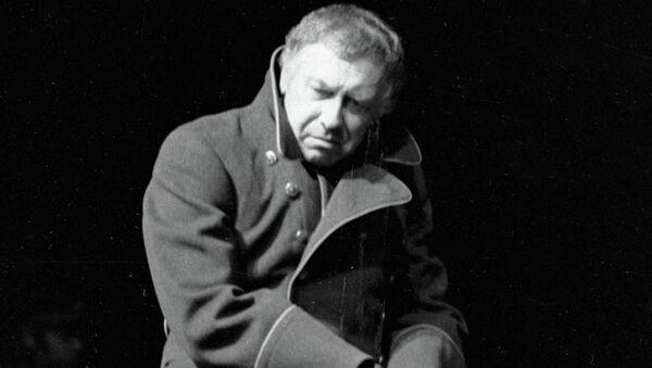 Анатолий Папанов в спектакле Булгакова Бег