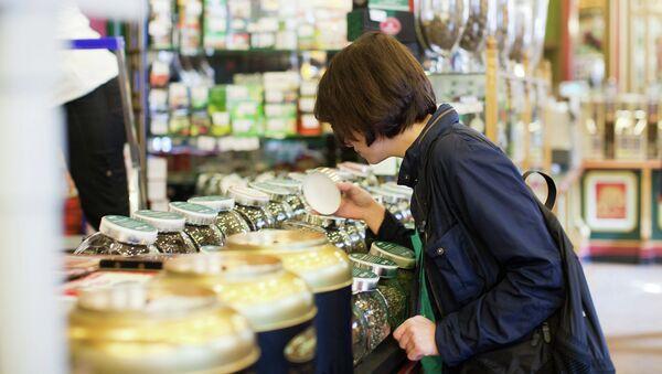 Продажа кофе в магазине. Архивное фото