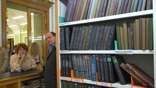 Универсальный читальный зал в главном здании Российской Национальной Библиотеки Петербурга