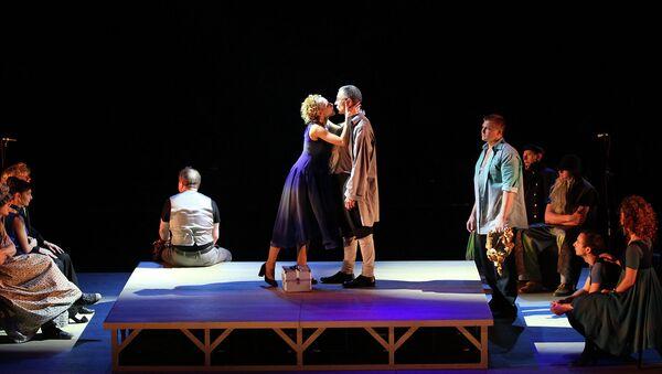 Сцена из спектакля Скупой в Российском академическом молодежном театре