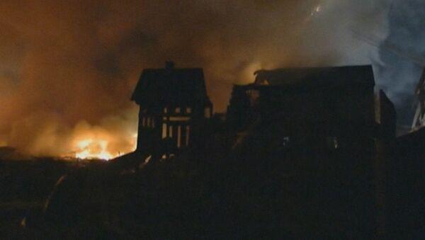 Пламя и дым вырывались из горящих домов после взрыва в Индианаполисе
