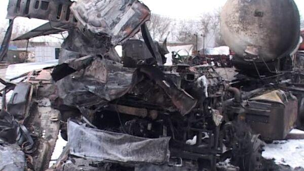 Прицеп цистерны превратился в груду металла после взрыва газа