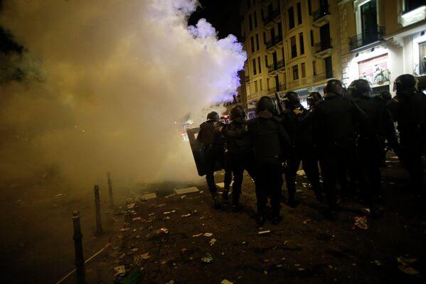 Столкновения полицейских и участников всеобщей забастовки в Мадриде, Испания