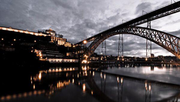 Мост Марии Пии, Порту, Португалия. Архивное фото