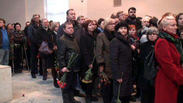 Сотни поклонников Стругацкого простились с мастером в Петербурге