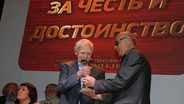 Писатель, автор романа Мой лейтенант Даниил Гранин (слева) и президент Российской государственной библиотеки Виктор Федоров. Архивное фото