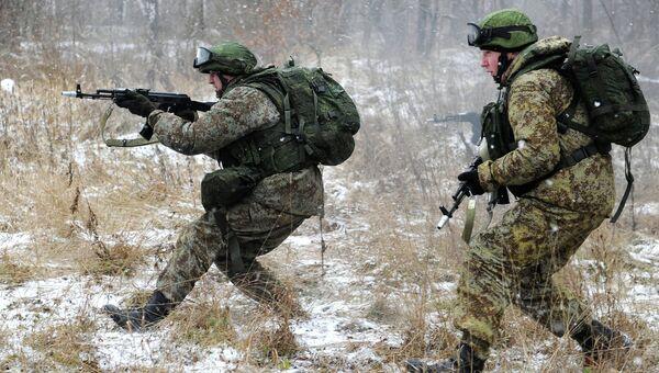 Военнослужащие демонстрируют боевую экипировку Ратник . Архивное фото