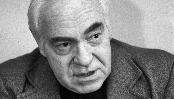 Режиссёр-мультипликатор, художник и сценарист Фёдор Хитрук. Архивное фото