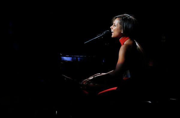 Алиша Киз на благотворительном рок-концерте 12-12-12