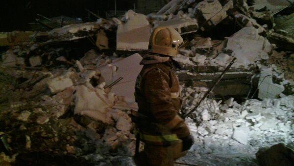 Работы на месте обрушения здания в Таганроге