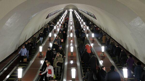 Эскалатор на станции московского метрополитена Комсомольская