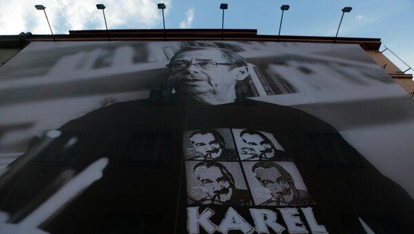 Покойный лидер Чехии с билборда агитирует на президентских выборах