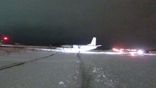Самолет Ан-24 выкатился за полосу в Саранске