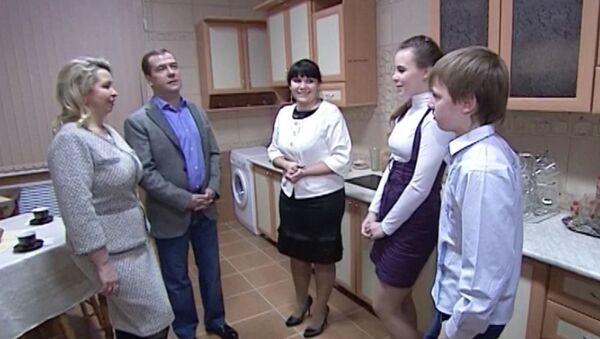 Медведевы оценили новые интерьеры детского дома в Иваново