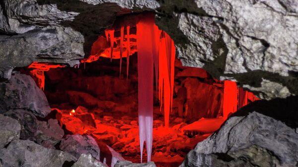 Застывшая симфония камня и льда: Кунгурская пещера в Пермском крае