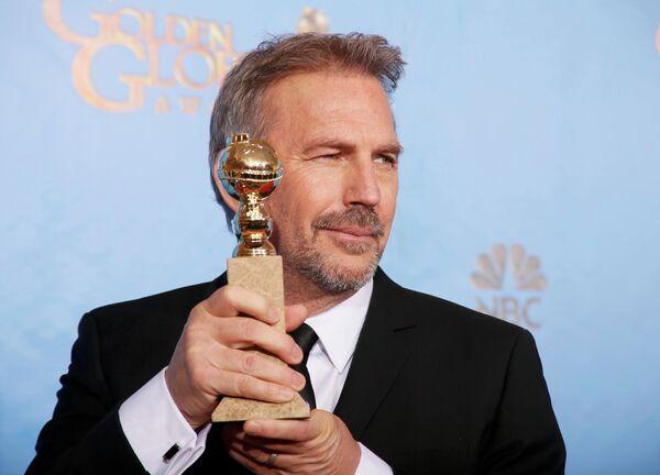 Актер Кевин Костнер на церемонии вручения премии «Золотой глобус»