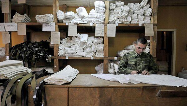 Комната выдачи военной формы на призывном пункте. Архив