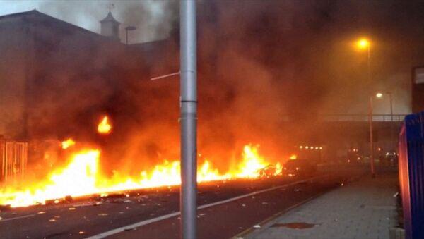 Пожар на месте крушения вертолета в Лондоне