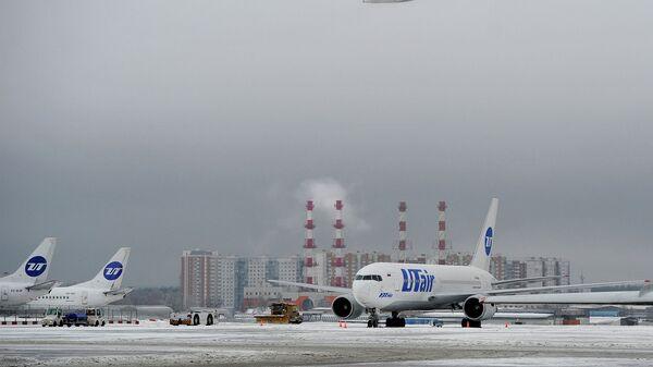 Самолеты ЮТэйр в аэропорту